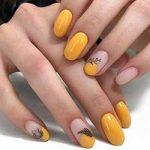Uñas amarillo decoradas