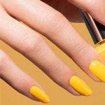 Uñas amarillas brillantes