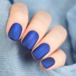 Uñas azul eléctrico mate
