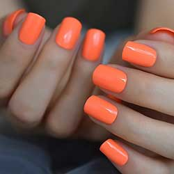 Uñas naranjas pastel